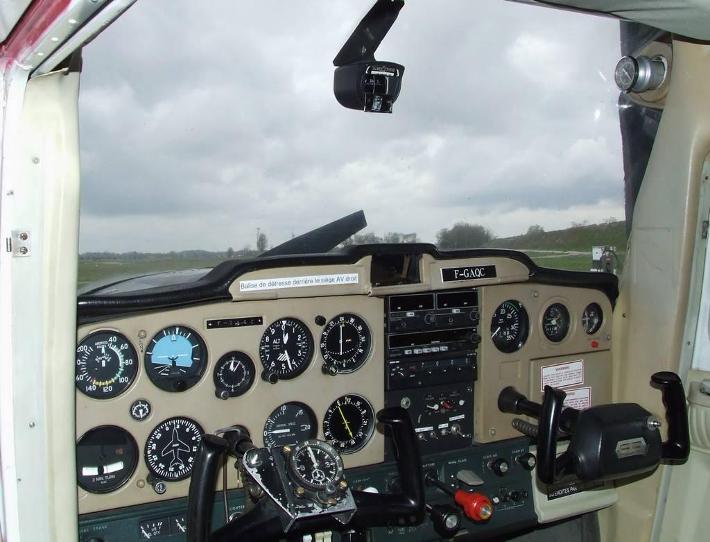 Cockpit du Cessna F150