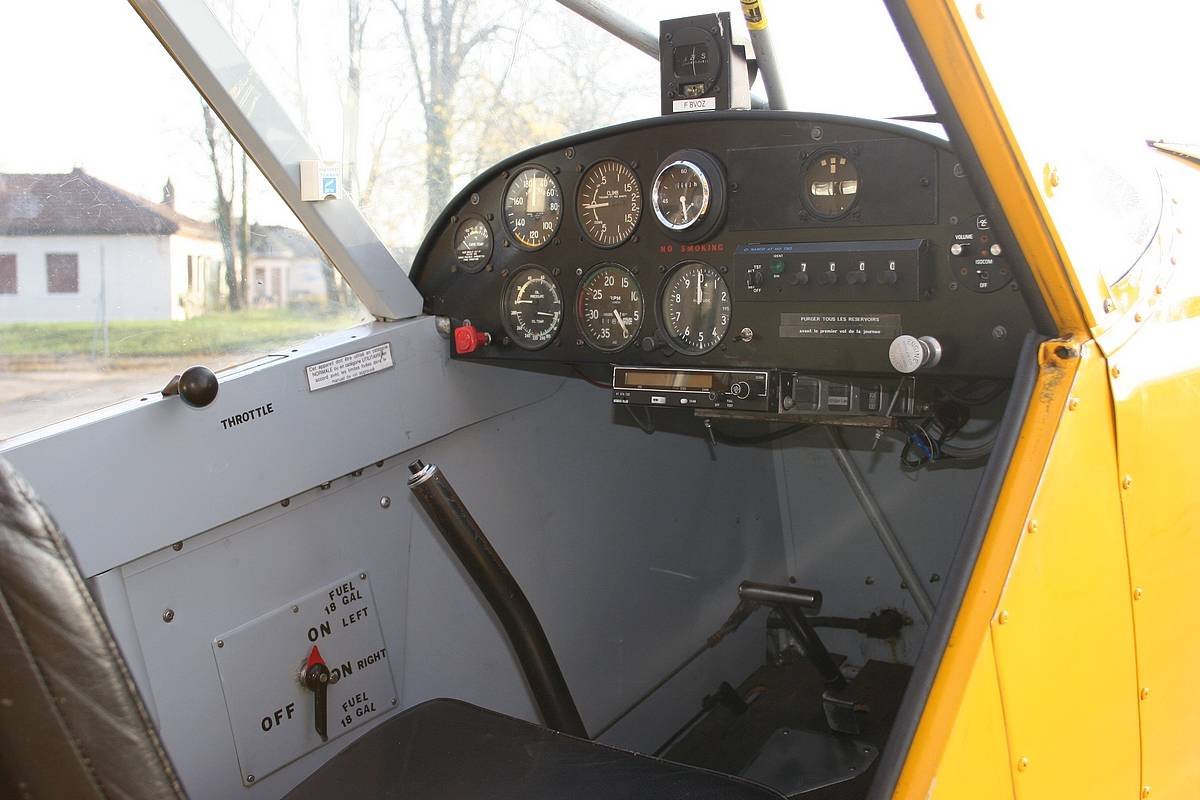 Cockpit PA19